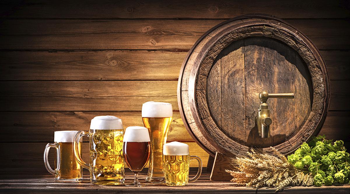 https://www.eugps.eu/assets/uploads/Oktoberfest-beer-barrel-and-beer-glasses-687652612_6048x3367_web.jpg